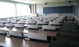 英会話学校だけで英会話は上達するか?