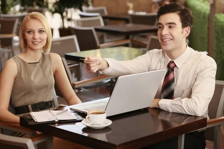 ビジネス英語で上司や同僚を紹介する際のフレーズ