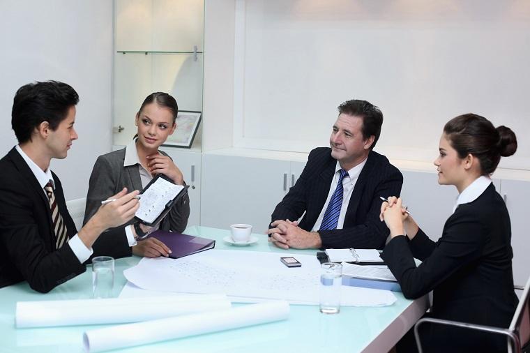 ビジネス英語で名刺交換する際の挨拶とフレーズ・上司や同僚を紹介するフレーズ