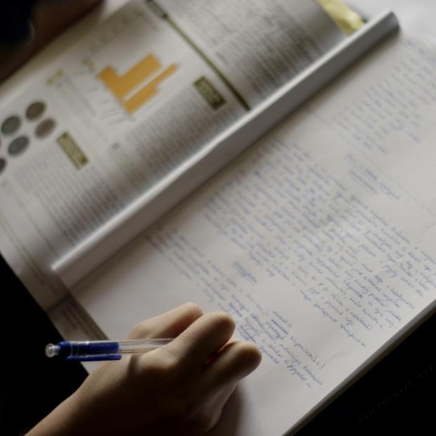英語を勉強する際に独学で学んだ方がよい理由ベスト5:どうして英語を勉強する際に独学で勉強した方が良いのか?