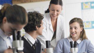 teacherとinstructorの違いは? 英語で先生や教授,講師は何と言う?