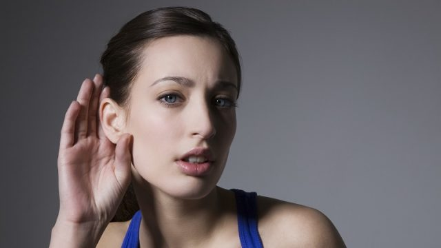 hearingとlisteningの違いとは? hearing、listeningの意味、使い方の違いは?