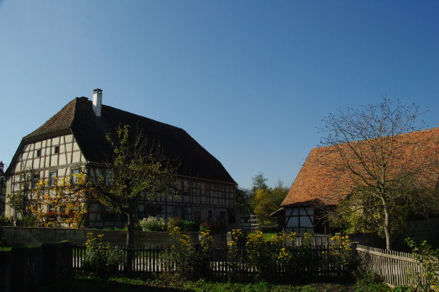 英語でhouseとhomeはどのように違うのでしょうか? 「house」と「home」の微妙な使い方の違い・ニュアンスの違いを紹介