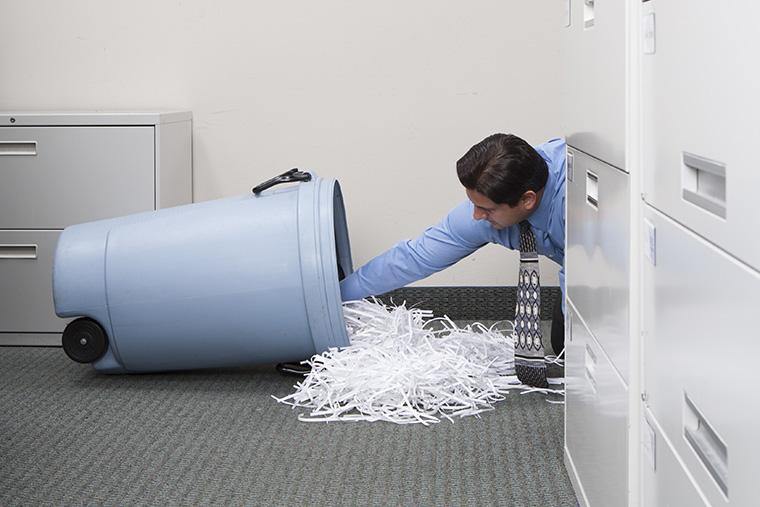 「捨てる」は英語で何と言う? 「ゴミを捨てる」という意味のスラングも紹介!