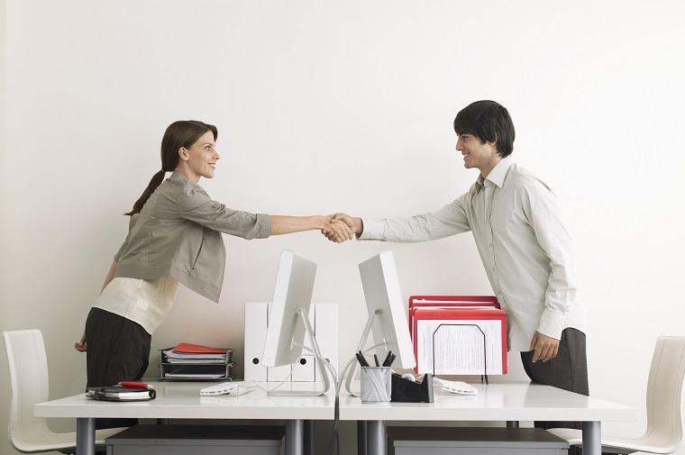 「~関係の仕事」は英語で何と言う? 英語で職業や職種の話をする際の言い方
