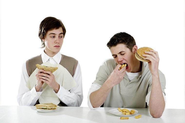 むしゃむしゃ食べたい程に「お腹すいた」という意味「to get the munchies」