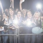 「観客」は英語で何という? スポーツやコンサートの観客という意味になる英語の言い方を紹介します!