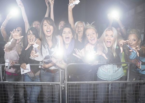 「観客」は英語で何という? スポーツやコンサートの観客という意味になる英語表現