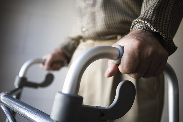 「杖」や「松葉杖」,「歩行器」,「車椅子」は英語で何と言う?