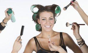 「makeup」と「make up」はどう違う?「化粧」以外の意味もあるのか?
