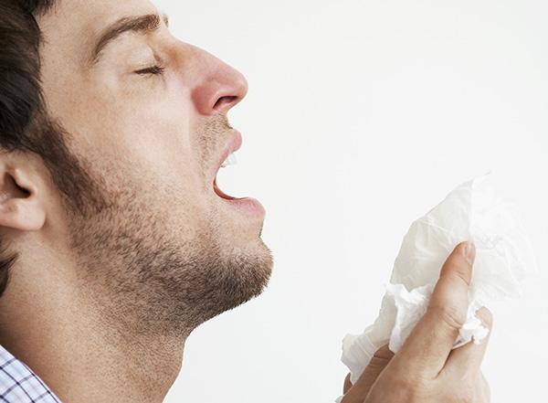 「くしゃみ」,「咳」,「あくび」は英語で何と言う? 各単語のルーツも合わせて紹介します!