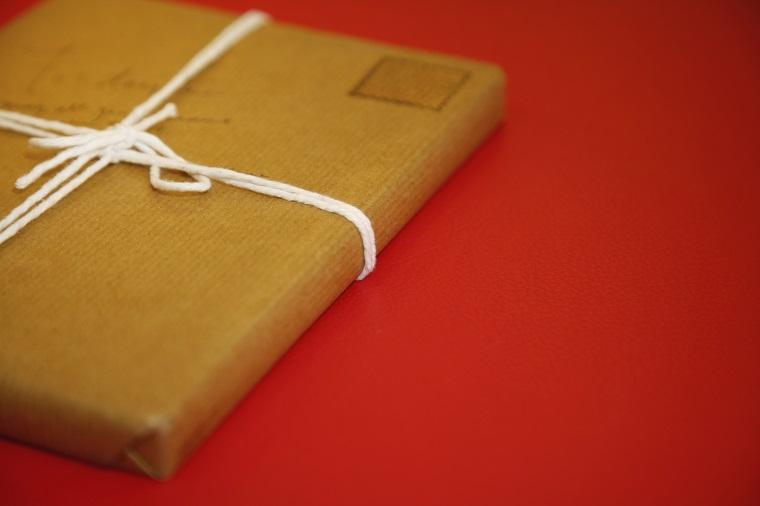 お土産「おみやげ」は英語で何と言う? 英語で「プレゼント、ギフト」の違いとは?