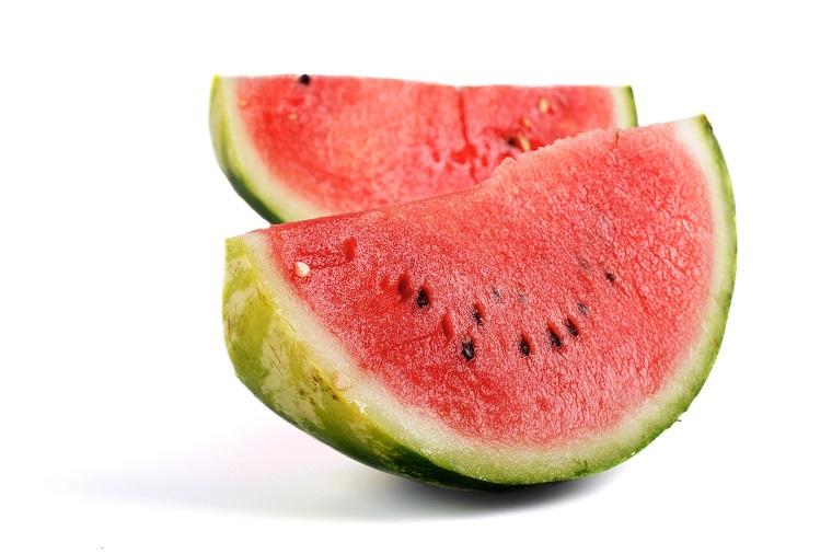 「皮を剥く」は英語で何と言う? 「皮」や「野菜の皮、果実の皮」は?