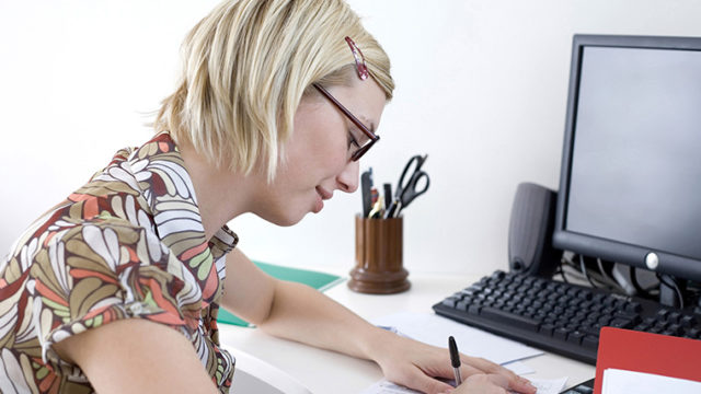 「英語を書き写す」という勉強は効果的? 効率的に英語力をアップさせる他の勉強法とは?