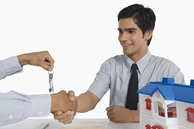 「取引する・売買する」という意味の「deal」