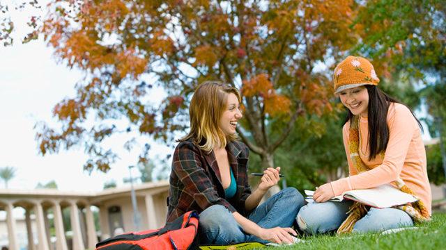 universityとcollegeの違いは? アメリカ英語とイギリス英語の違いは?