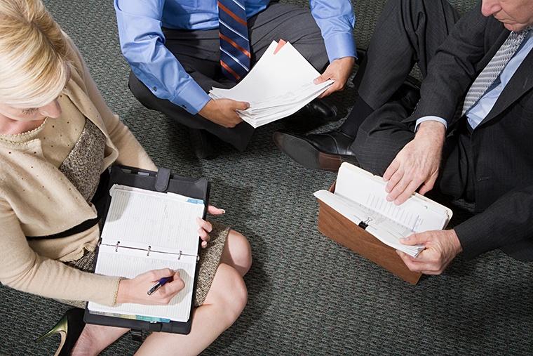 英語で「予約をお願いする」という意味の「request an appointment」,「request a meeting」
