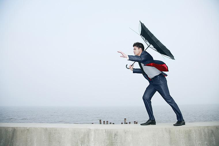 英語で「台風」という意味の「typhoon」という言い方