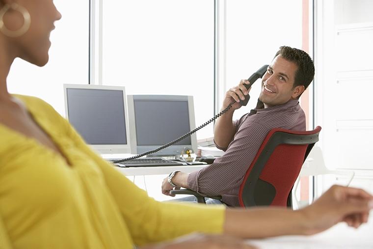 英語で「電話をかける」という意味になるイディオム表現