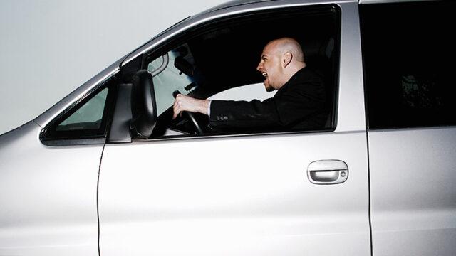 あおり運転(煽り運転)って英語で何と言う?「road rage」と「tailgating」の違いを解説