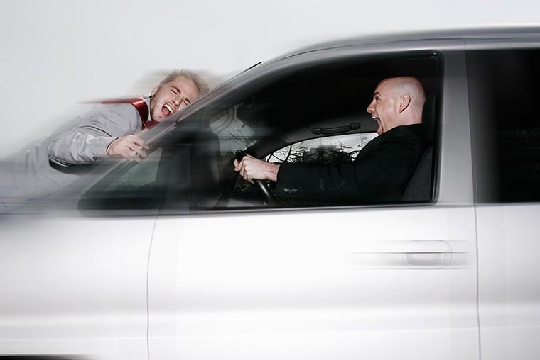 英語で「煽り運転」という意味になる「road rage」という表現